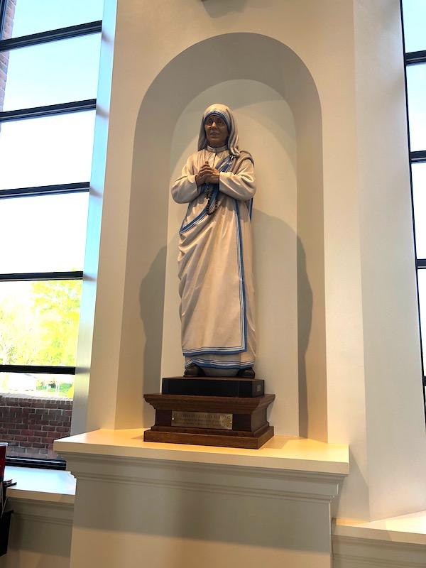 Statue of Saint Teresa of Calcutta.