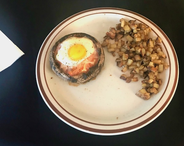 Breakfast at the Mellon Patch Inn on N. Hutchinson Island Florida consisted of baked ham and egg in a portobello mushroom cap with hash browns.