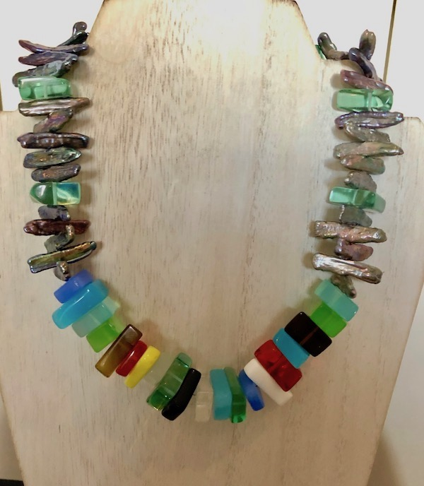 Multicolor glass and freshwater pearl necklace.