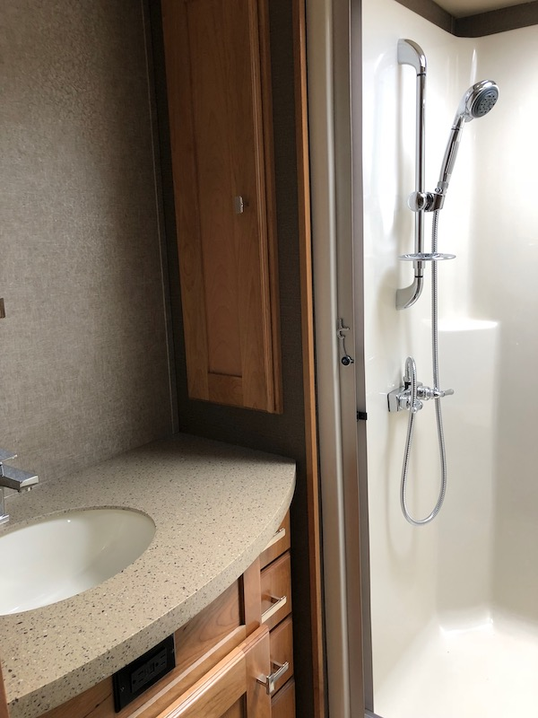 Vilano 5th Wheel by Vanleigh shower and vanity in the bathroom.