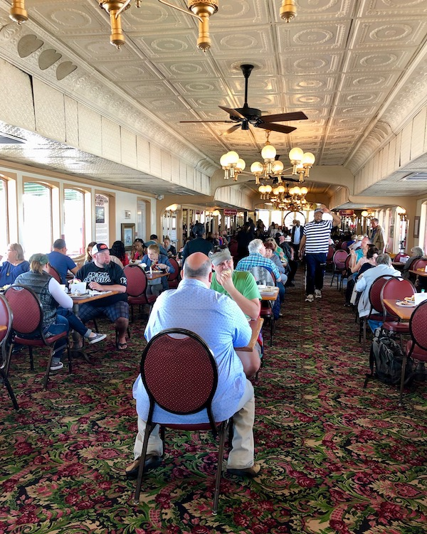 An elegant dining room full of guests as we Cruise the Mississippi on the Steamboat Nachez